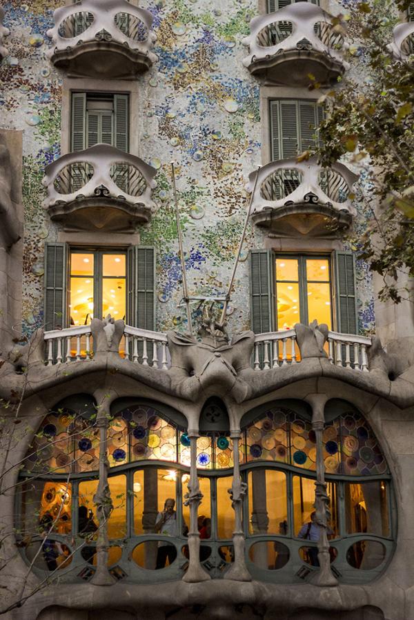 gaudi street barcelona modernism