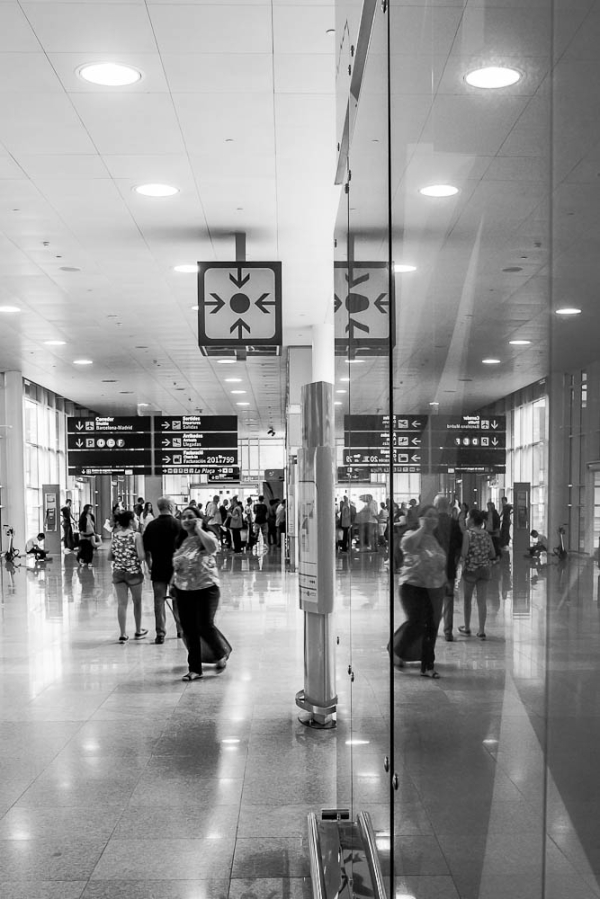 airport b&W