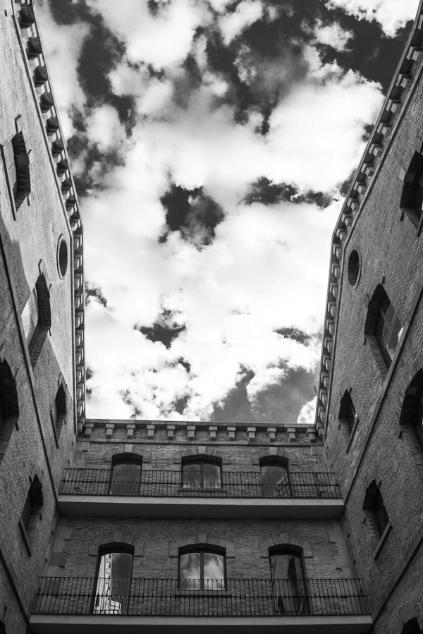 barcelona street architecture