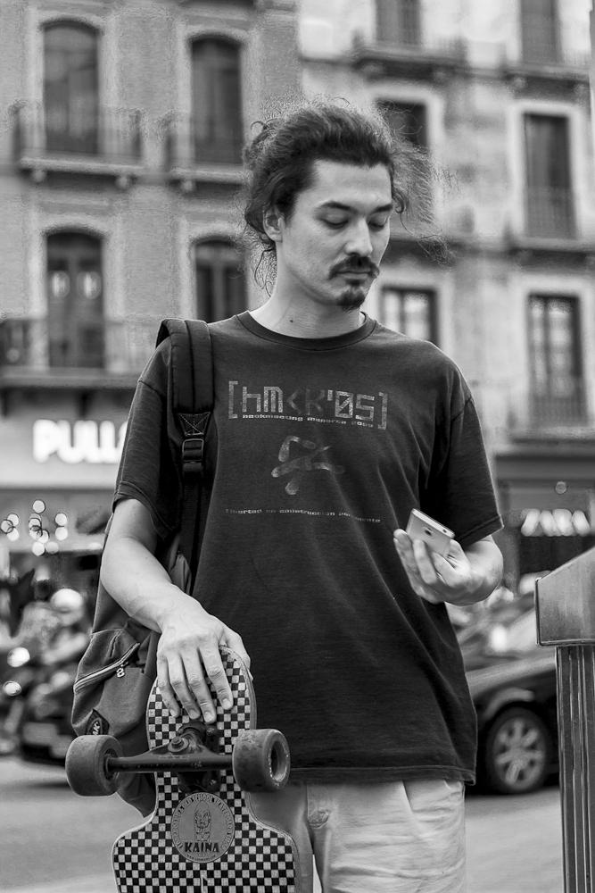barcelona street people bw