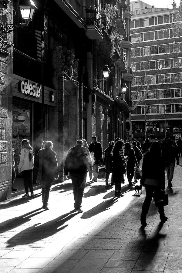 barcelona street people bw
