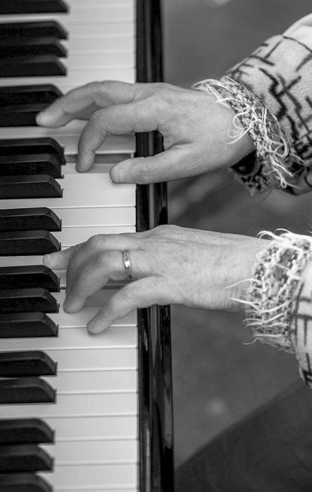 barcelona street piano