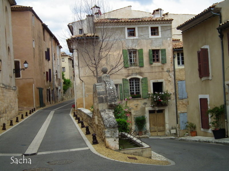 Village de St Saturnin-lès-Apt , Provence