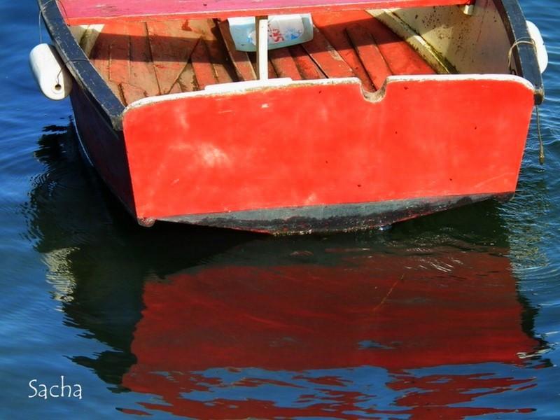 La barque rouge ...