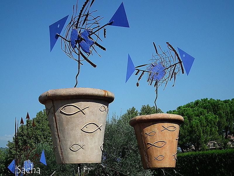 Poissons volants  bleus Vaison la Romaine Provence