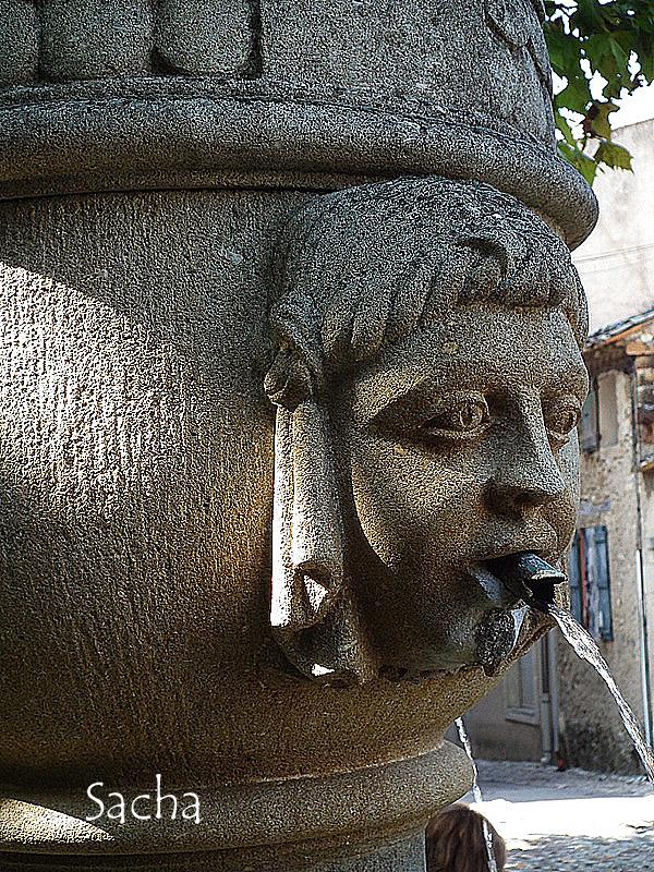 Fontaine village de Vaison la Romaine Provence