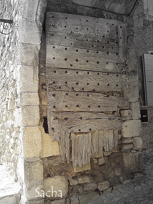 is medieval  ! Séguret Provence