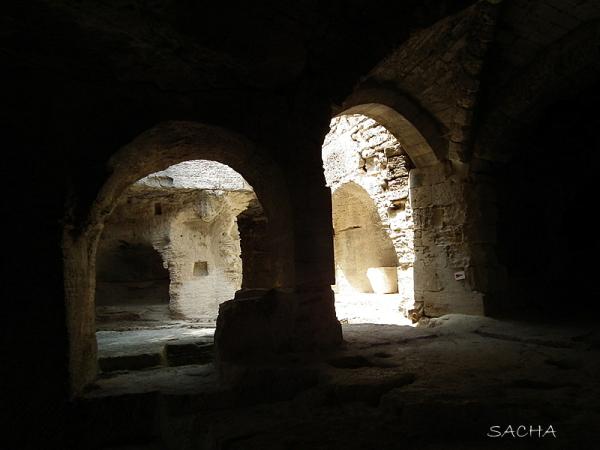 Abbaye troglodytique de St Roman de l'Aiguille