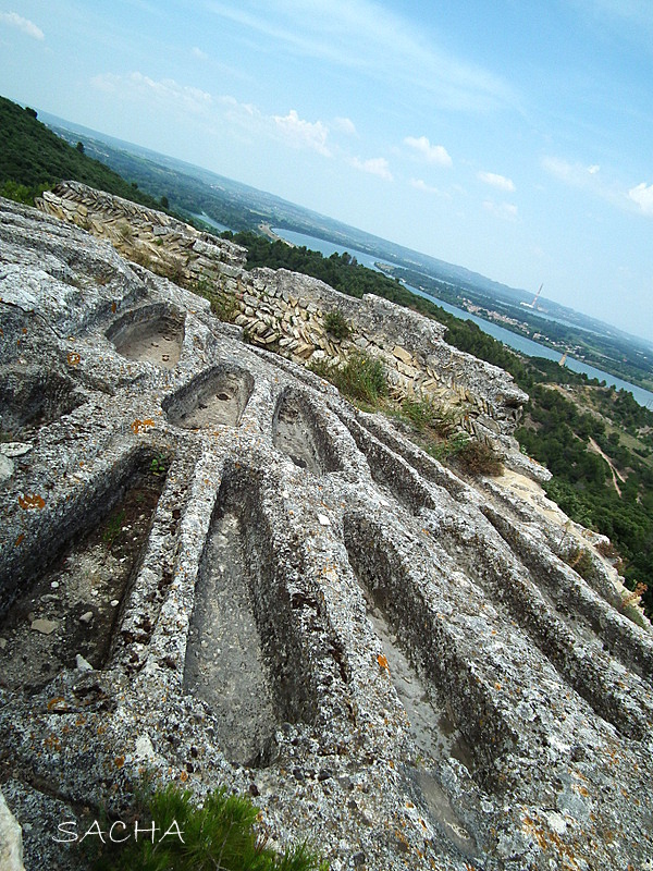 Tombes rupestres  Abbaye de St Roman