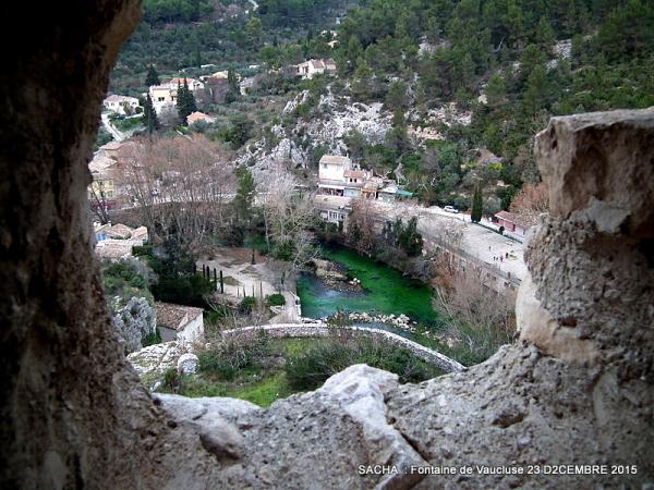 """Vue du château des Evêques """" Fontaine de Vaucluse"""