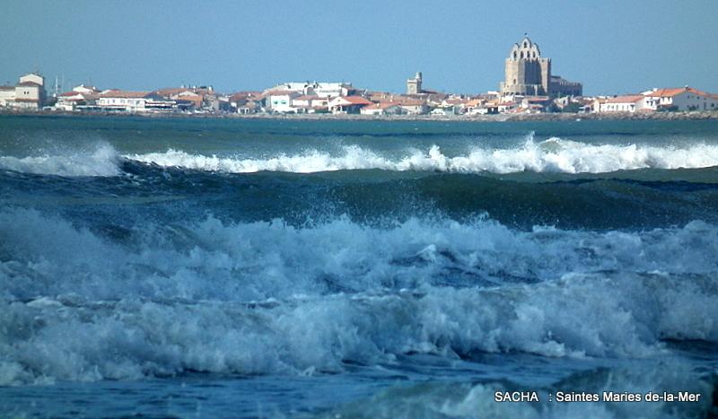 """Saintes Maries de la Mer """" vue  de la plage """""""