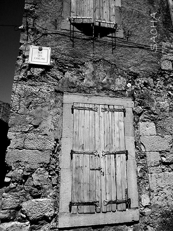 """Une rue tranquille """" Village de Lagrasse """" Aude"""