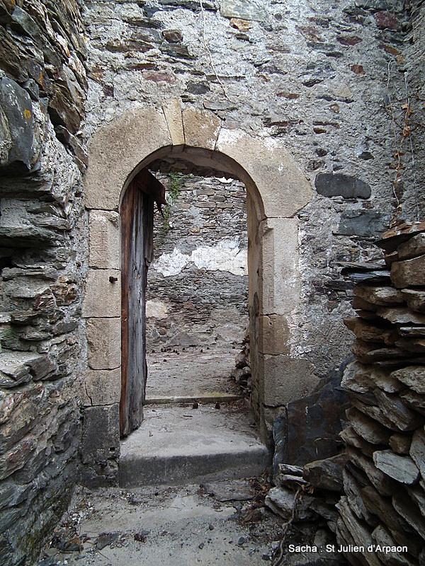 Vestiges Eglise  St Julien d'Arpaon Cévennes