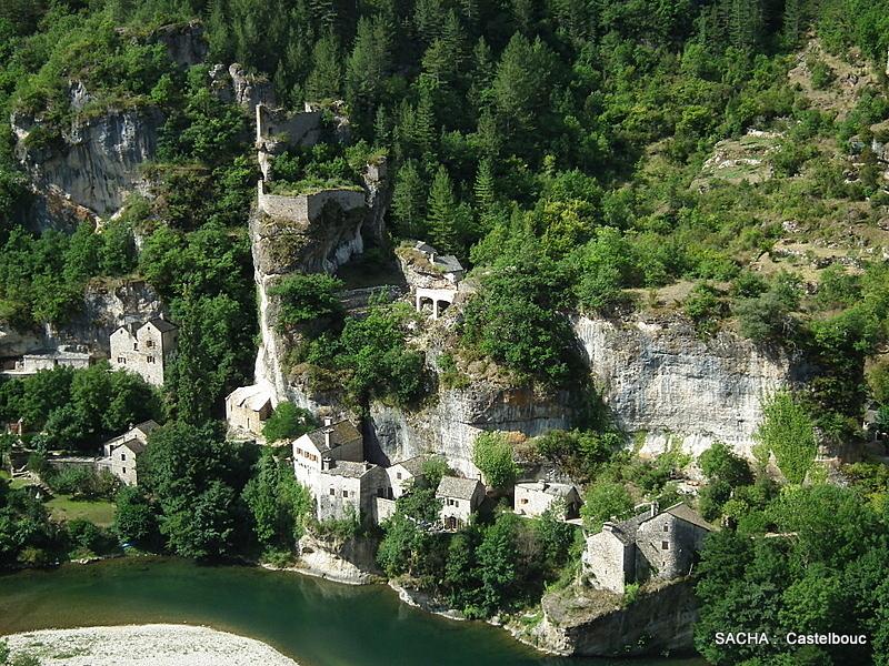 Village semi-troglodytique de Castelbouc