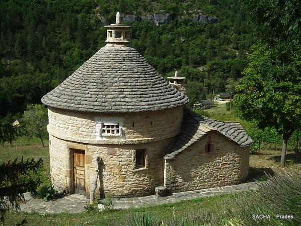 Pigeonnier village de Prades Gorges du Tarn