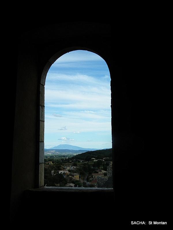 Vue  sur le Ventoux du château de St Montan
