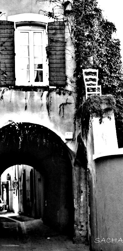 """Insolite  ;Calade et passage sous voûte """"Luberon """""""