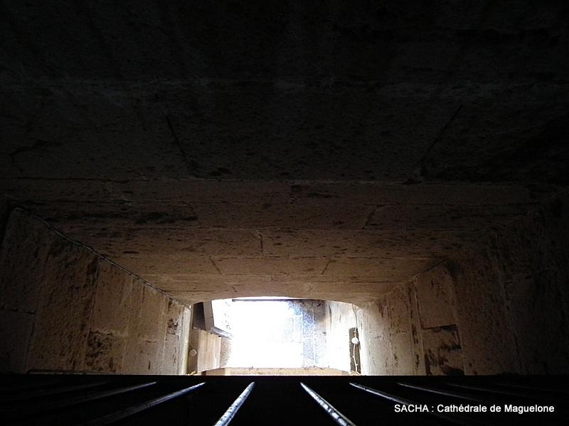 Vue plongeante cathédrale de  Maguelone