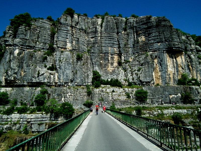 Falaise et rivière Ardèche Balazuc