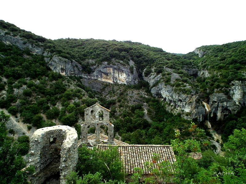 Chapelle village abandonné de Rochecolombe ( 07)