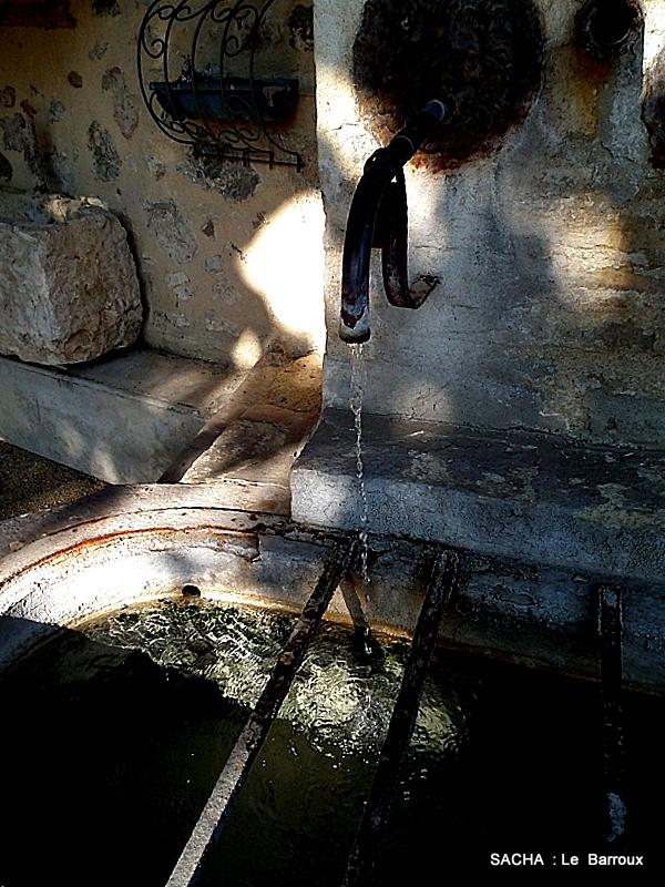 Fontaine Village du Barroux Haut Vaucluse 84