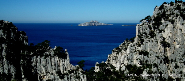 Brêche de Castelvieil  et île de Riou