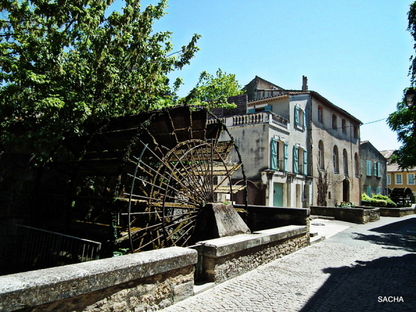 La rue des Roues isle S/ La Sorgue