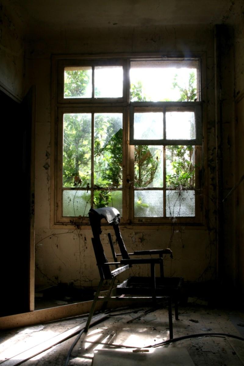 urbex sanatorium ailleurs chaise matière