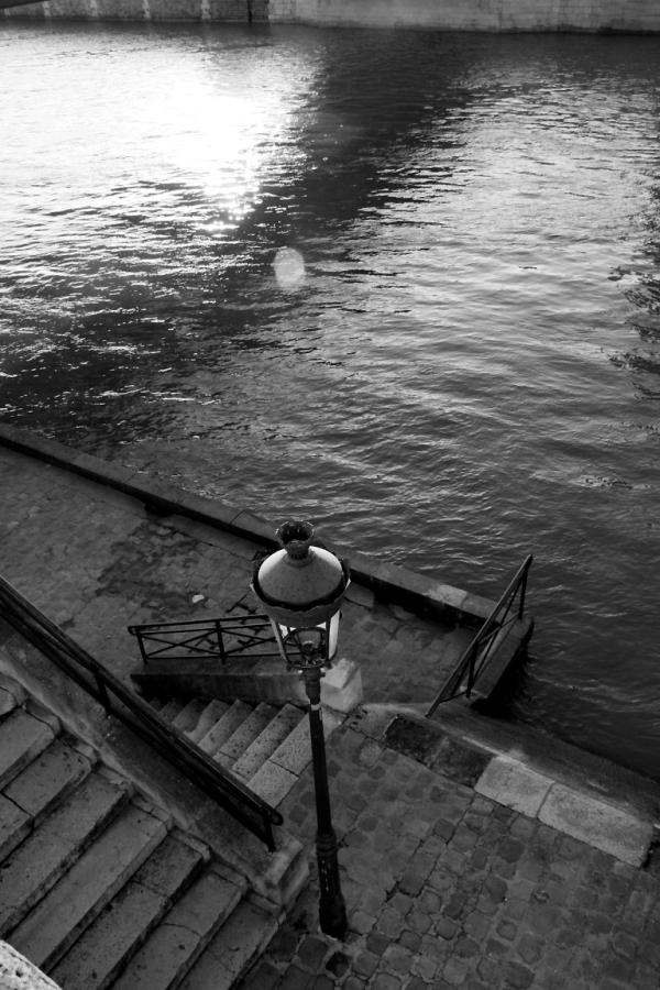 paris quai-de-seine contre-jour noir-blanc graphis