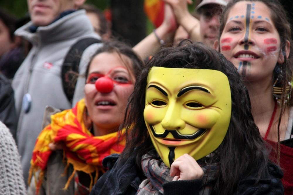 manifestation indignés paris anonymous