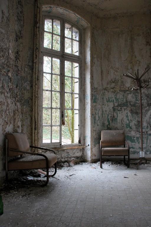 urbex ailleurs matière ambiance chaise nature