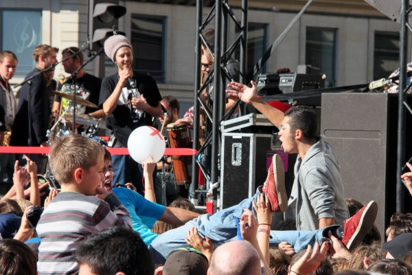 Love-Life-Parade paris rue concert enfance