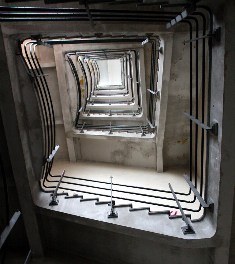 urbex paris matière lumiere ambiance escalier