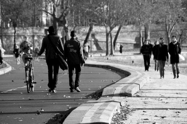 paris noir-blanc silhouette quai-de-seine vélo