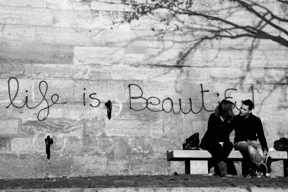 paris noir-blanc banc-public quai-de-seine message