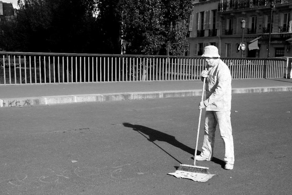 paris artiste-rue noir-blanc ombre