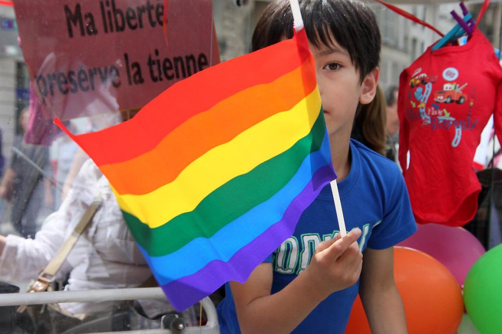paris manifestation rassemblemnt Gay-Pride enfance