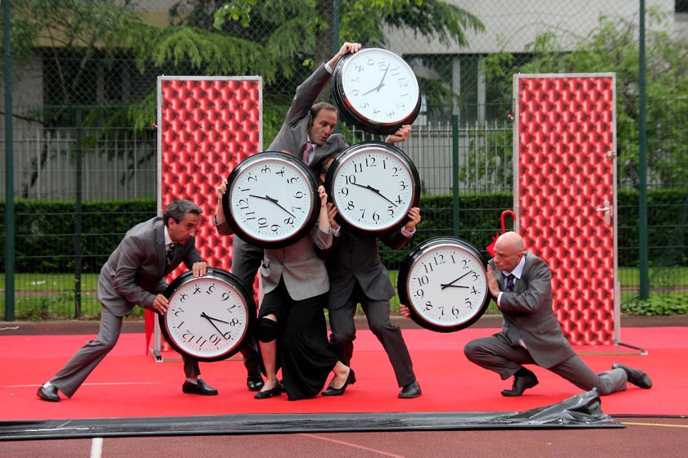 spectacle rue festival paris horloge