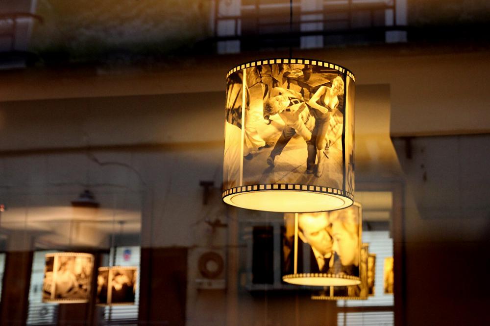 paris bar décor reflet