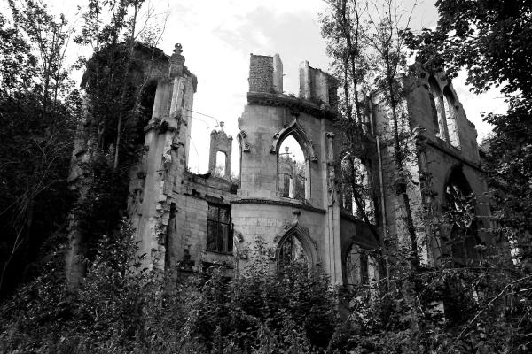 ailleurs ambiance urbex château noir-blanc
