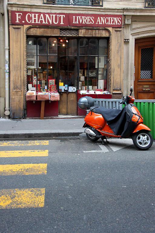 Paris devanture vitrine passage-piéton