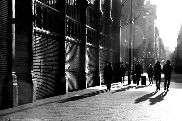 paris noir-blanc ombre silhouette contre-jour