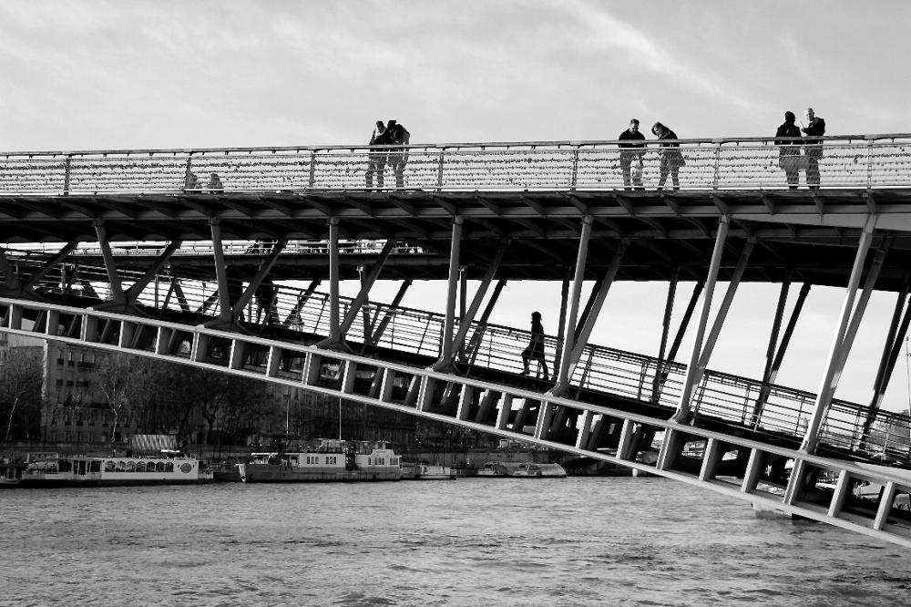 paris quai-de-seine noir-blanc pont ombre silhouet