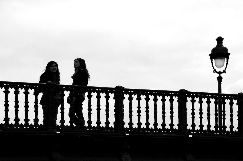 paris noir-blanc silhouette contre-jour