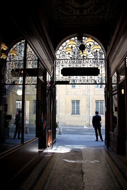 Paris passage reflet