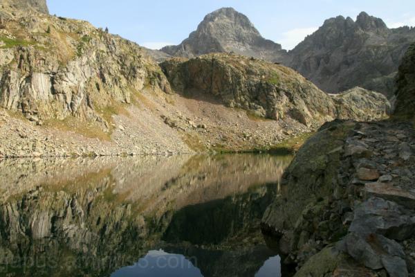 El pico Palas reflejado en el Ibón Alto de arriel