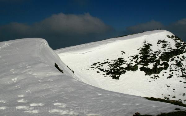 Montañeros en la cima del Ganekogorta.