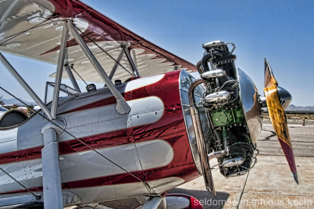 Bi-Plane W/ Kinner Radial Engine