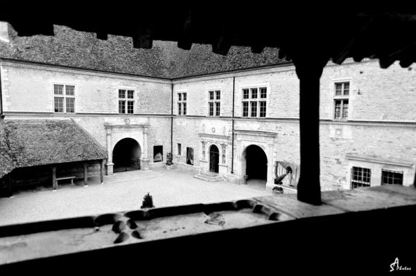 Château du Clos Vougeot, Cour d'honneur...