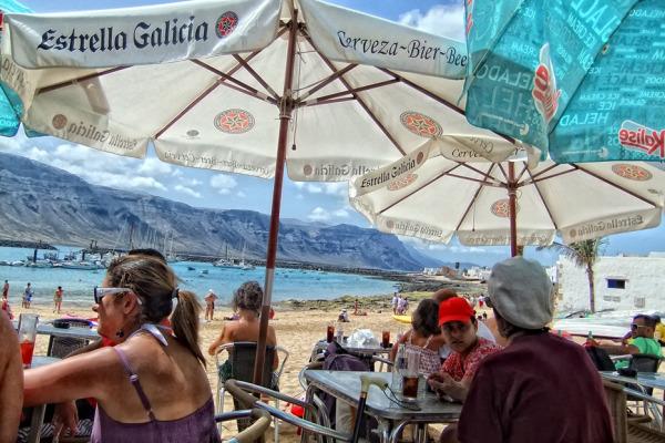 Bar en la isla de La Graciosa en Lanzarote.